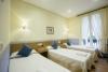 habitación triple con camas individuales en la parte vieja de san Sebastián