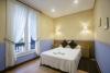 Habitación individual con cama de matrimonio para poder visitar el jazzaldi